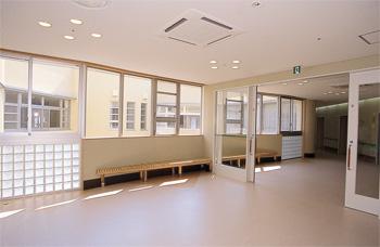 広いユニットの廊下(2F)